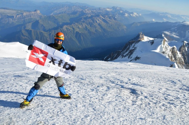 XTB-flag-on-mont-blanc-at-4810m
